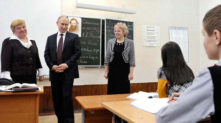 Владимир Путин поздравил российских педагогов